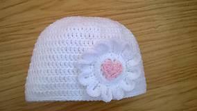 Detské čiapky - Háčkovaná čepička srdíčko - 11652106_