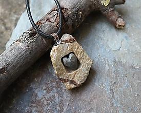 Náhrdelníky - Srdce v okienku - kamenný prívesok - 11656367_