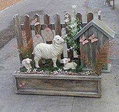 Dekorácie - Jarná dekorácia s ovečkou a jahniatkami - 11660911_