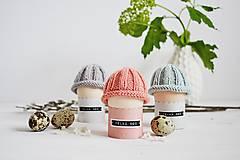Dekorácie - Veľkonočná dekorácia - pletená čiapočka II - 11659944_
