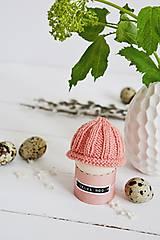 Dekorácie - Veľkonočná dekorácia - pletená čiapočka II - 11659948_