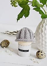 Dekorácie - Veľkonočná dekorácia - pletená čiapočka II - 11659955_