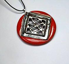 Náhrdelníky - Výrazný keramický šperk červený - 11661452_