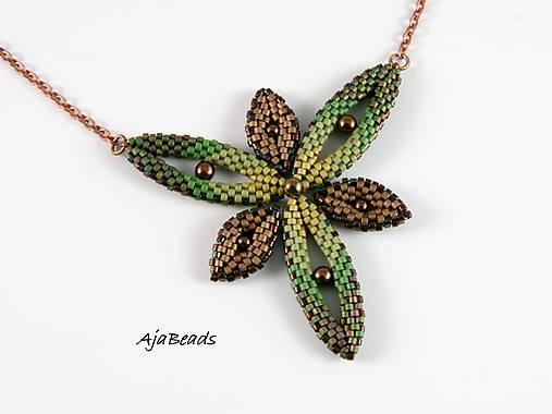 Hviezdica - náhrdelník - zelená-hnedá