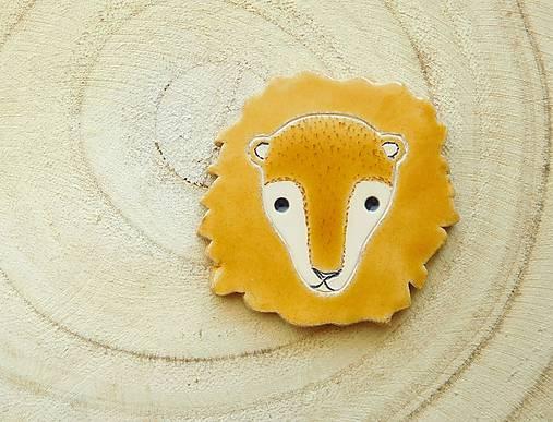 Lev brošňa