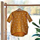 Detské oblečenie - Voľné šaty bavlnené laštovičky hořčicové - 11664473_
