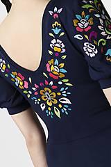 Šaty - Šaty dlhé Joy tmavomodré vyšívané - 11666160_