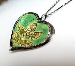 Náhrdelníky - Cínový šperk s keramikou- Srdce s rastlinkou - 11666141_