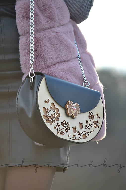Drevená folk kabelka kožená Dorka a kvety exkluzív Odzuzičky (Čierna)