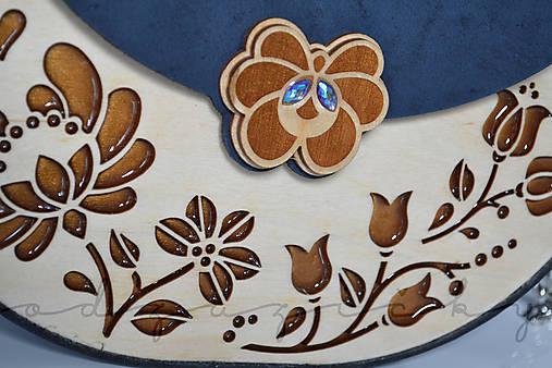 Drevená folk kabelka kožená Dorka a kvety exkluzív Odzuzičky (Modrá)