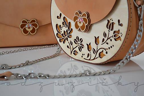 Drevená folk kabelka kožená Dorka a kvety exkluzív Odzuzičky (Béžová)