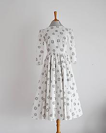 Šaty - Bavlnené šaty s perforovanými kvietkami - 11669089_