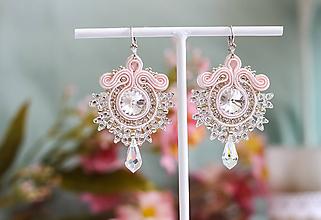 Náušnice - Svadobné šujtášové náušnice so Swarovski kryštálmi (Baby pink) - 11671415_