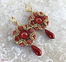 Náušnice - Luxusné červeno-zlaté Swarovski náušnice s kvapkou - 11671707_