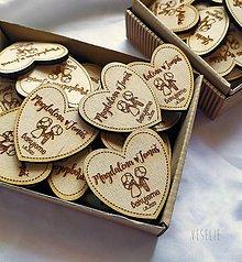 Darčeky pre svadobčanov - Svadobné magnetky . zaľúbenci (Magnetky s lemom) - 11671303_
