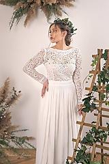 Šaty - Svadobné šaty z hrubej krajky zdobené kvietkami - 11671095_