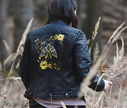 Kabáty - Maľovaná bunda - nočný motýľ - 11670093_