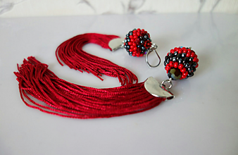 Náušnice - Červeno-čierne náušnice so strapcom - 11671136_