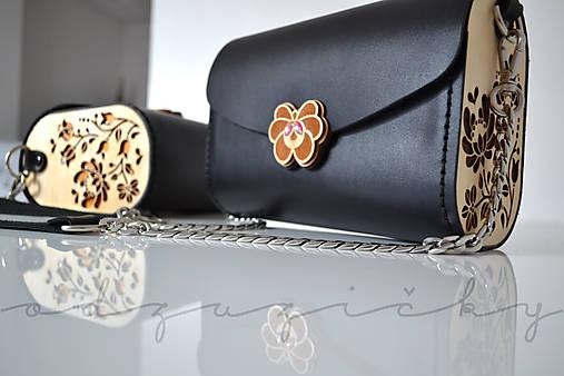 Drevená folk kabelka kožená Dorka a kvety Odzuzičky (Čierna)