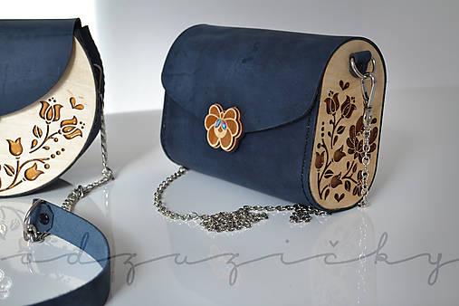 Drevená folk kabelka kožená Dorka a kvety Odzuzičky (Modrá)