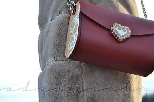 Kožená kabelka Zuzička (Bordová lesklá s popruhom)