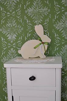 Dekorácie - Smotanový zajko so zelenou mašľou - 11673968_