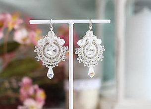 Náušnice - Svadobné šujtášové náušnice so Swarovski kryštálmi (Biela) - 11673808_