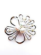 """Odznaky/Brošne - Brošňa B5P """"Poetická"""",květ s bílými perlami exkluziv - 11675503_"""