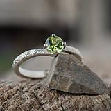 Prstene - Ako požiadať divožienku o ruku - 11677731_