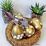Dekorácie - Kraslica zlatá- bukové drevo - 11680449_