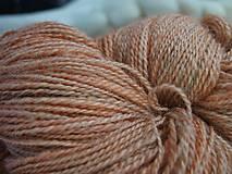 Materiál ručne robený - Ručne farbená dvojnitka zo slovenského Romney Marsh Kent - 11680416_