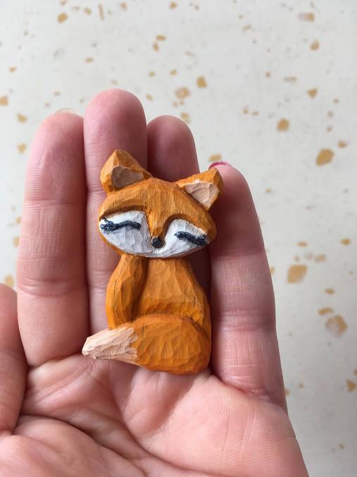 Drevená brošňa. Líška.