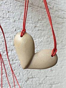 Náhrdelníky - Srdce z lupeňov - 11683576_