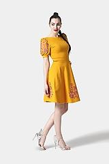 Šaty - Šaty Joy Midi okrové vyšívané - 11685728_