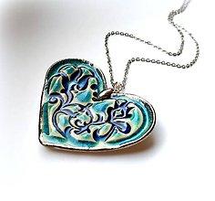 Náhrdelníky - Keramický šperk - Srdiečko s tyrkysovým vzorom - 11686022_