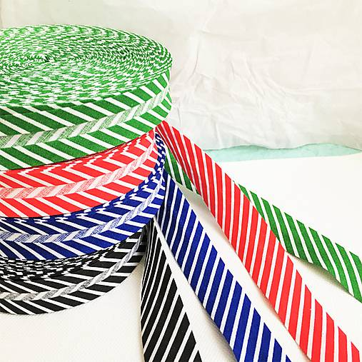 pruhovaný bavlnený šikmý prúžok, šírka 20 mm (Zelená)