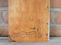 Pomôcky - Kolekcia Pán Prsteňov - Drevený zápisník Hobit - 11689357_