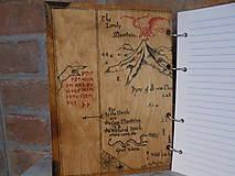 Pomôcky - Kolekcia Pán Prsteňov - Drevený zápisník Hobit - 11689359_