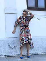 Šaty - Pestrofarebné saténové šaty - 11691136_