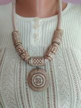 Náhrdelníky - Náhrdeľník s keltským a gréckym symbolom - 11694536_