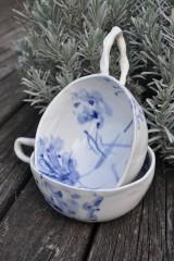 Nádoby - šálka veľká  bielo modrá maľovaná - 11698131_