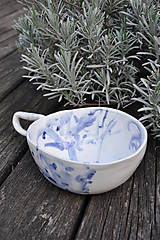 Nádoby - šálka veľká  bielo modrá maľovaná - 11698132_