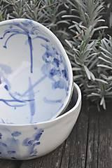 Nádoby - šálka veľká  bielo modrá maľovaná - 11698136_