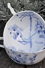 Nádoby - šálka veľká  bielo modrá maľovaná - 11698137_