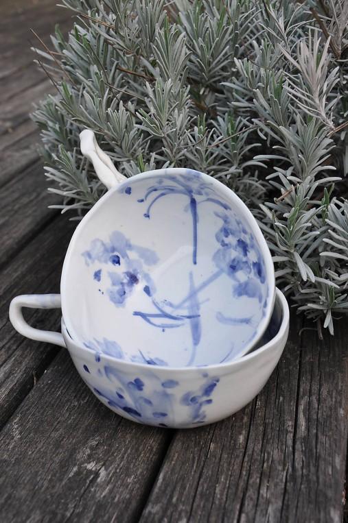 šálka veľká  bielo modrá maľovaná