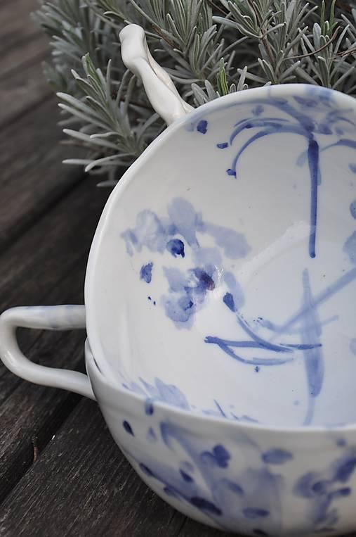 šálka veľká  bielo-modrá maľovaná