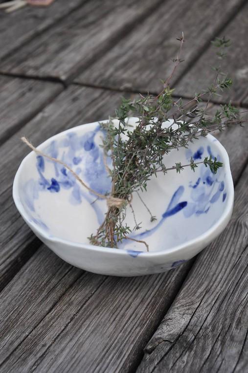 miska bielo modrá cibuľak