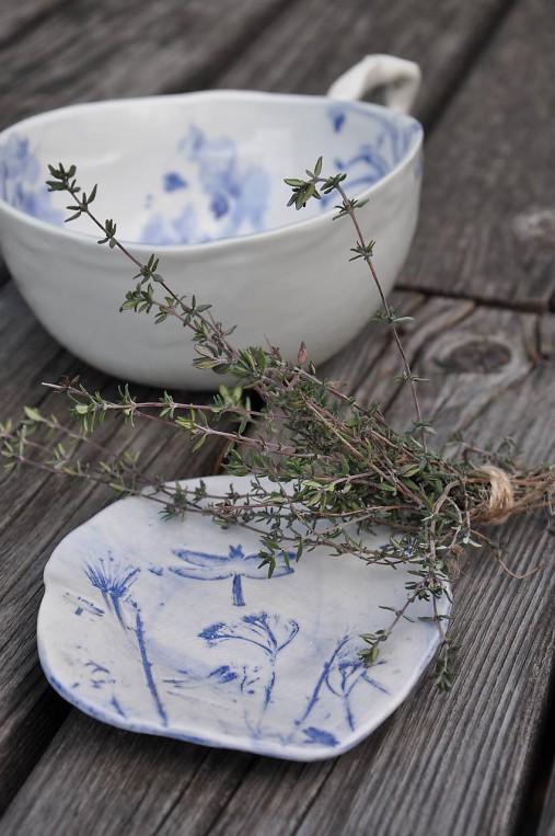 tanierik modro biely prírodný
