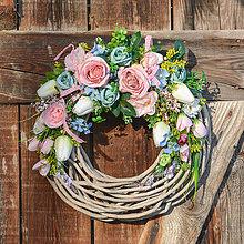 Dekorácie - Romantický veniec s ružami - 11703223_