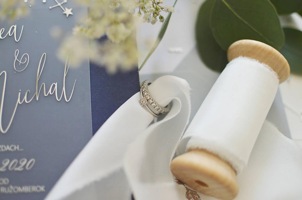 luxusné svadobné oznámenie Je to vo hviezdach